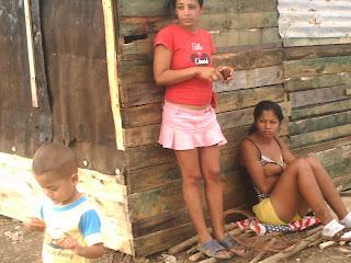 Siguen los desalojos en Cuba socialista: Viviendas reducidas a escombros en Bayamo  Las+viviendas+de+estas+adolecentes+tambien+fueron+reducidas+a+escombros+en+Bayamo+PICT0251
