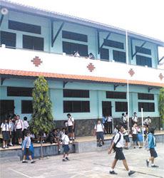 Gedung SMP Trisila Surabaya