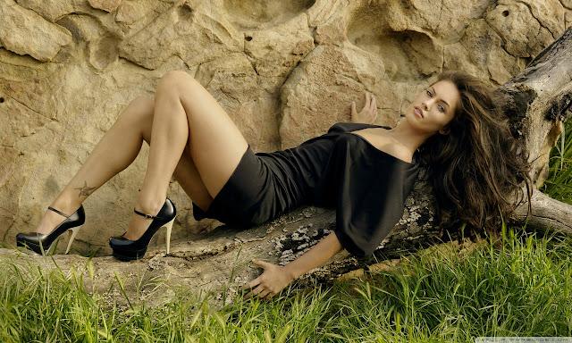 """<img src=""""http://1.bp.blogspot.com/--4i5G4zUiy4/UggHEsYueBI/AAAAAAAADg8/5Jy6aRy_px4/s1600/megan_fox_16-wallpaper-1280x768.jpg"""" alt=""""Megan Fox hot wallpaper"""" />"""