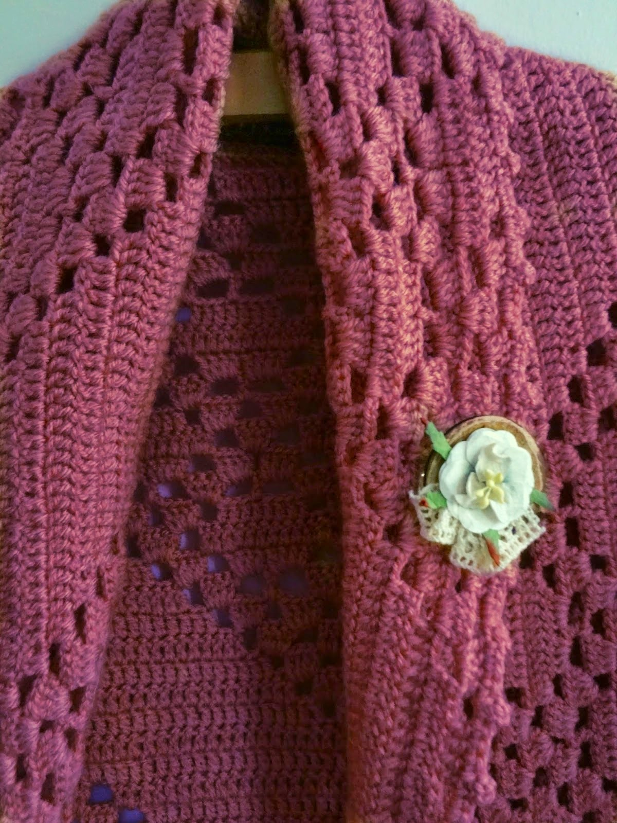 http://thelittletreasures.blogspot.com/2014/10/make-rustic-button-brooch.html