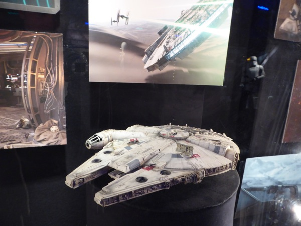 Millennium Falcon model Star Wars Force Awakens