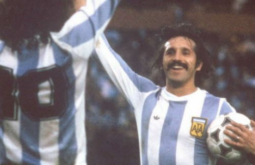 Leopoldo Jacinto Luque es un ex futbolista argentino. Jugó en Rosario Central, Unión de Santa Fe,  River Plate, Racing Club, y Santos de Brasil, entre otros. Con la Selección Argentina consiguió,  en 1978, la Copa Mundial de Fútbol anotando cuatro goles a lo largo de la competencia.