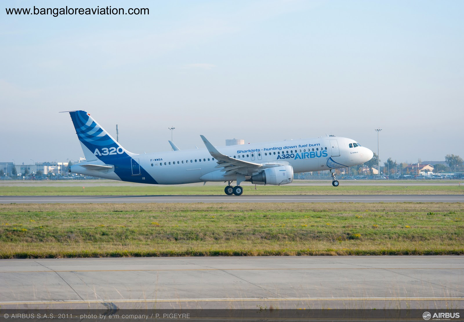 Airbus A320 MSN001 F-WWBA first flight with Sharklets