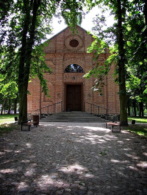 Kościółek - pijalnia wód w Poddębicach