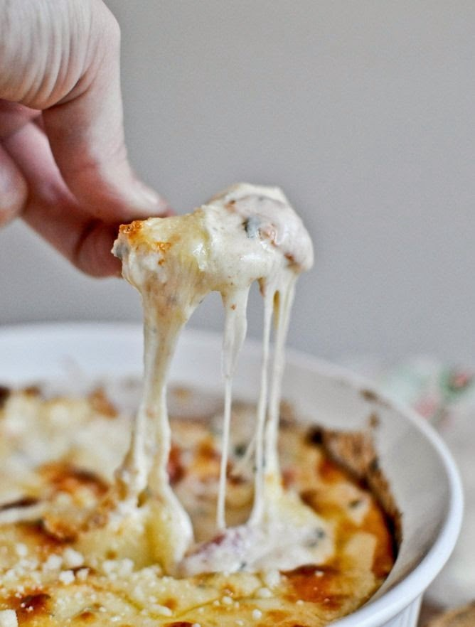 http://www.howsweeteats.com/2012/07/white-pizza-dip/#_a5y_p=1090235