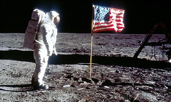 Mengapa Bendera Berkibar di Bulan di Pendaratan Armstrong?