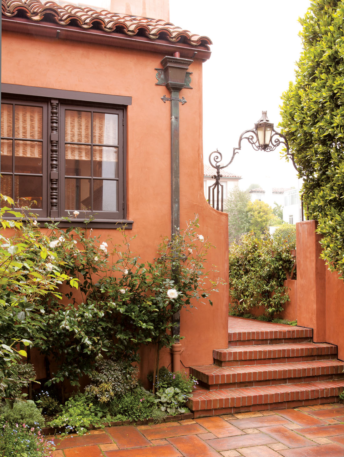 The style saloniste in san francisco chic new villa style for Spanish villa house