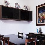 Um bar na sala de jantar