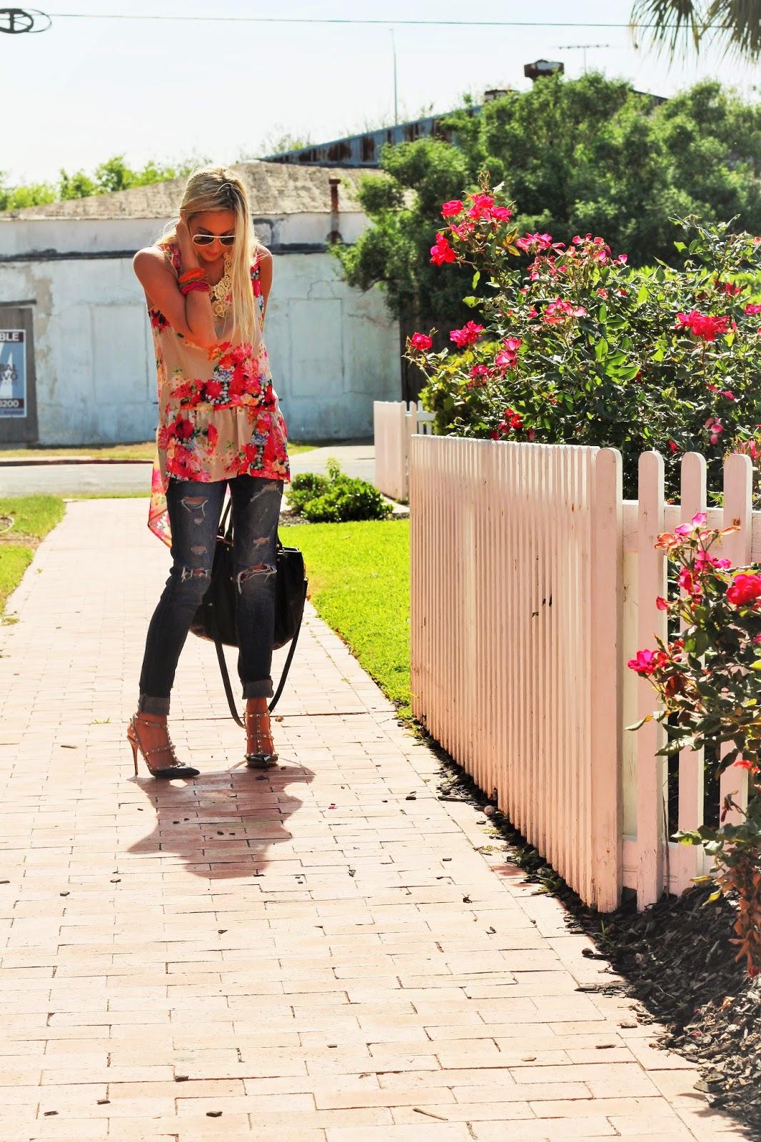 http://www.fabphilosophy.blogspot.com/2014/05/ootd-floral-print-ripped-denim.html