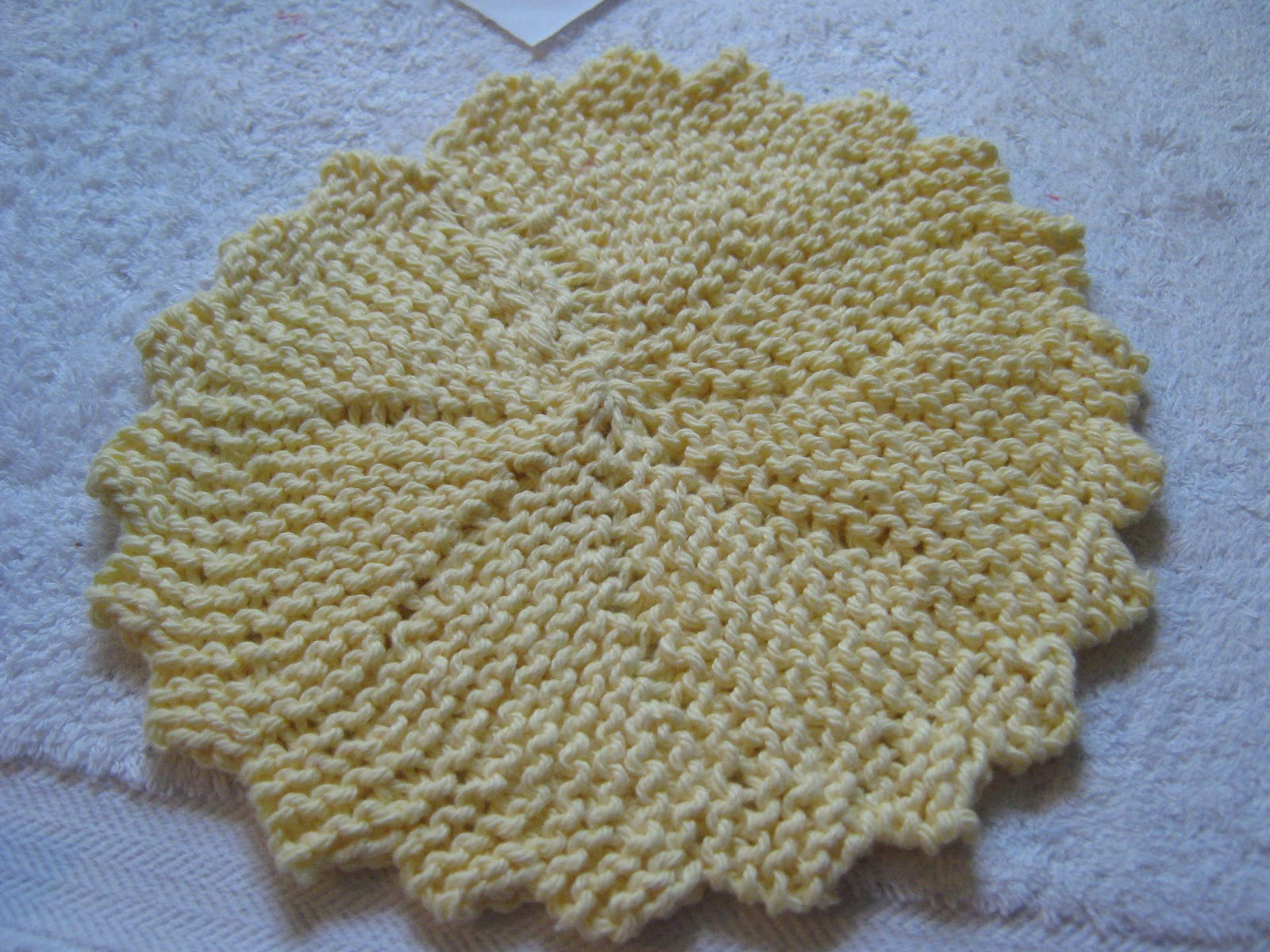 Knitted Circular Dishcloth Patterns : Erndales N More: Stash Buster Thursday - Knitted Round Dishcloth!