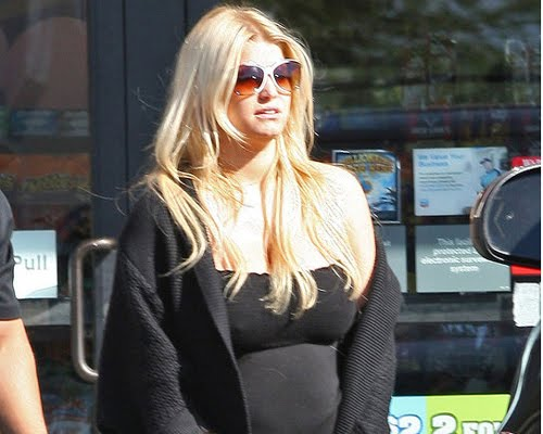 Jessica Simpson Sure Looks Pregnant. Either Jessica Simpson really needs to ...