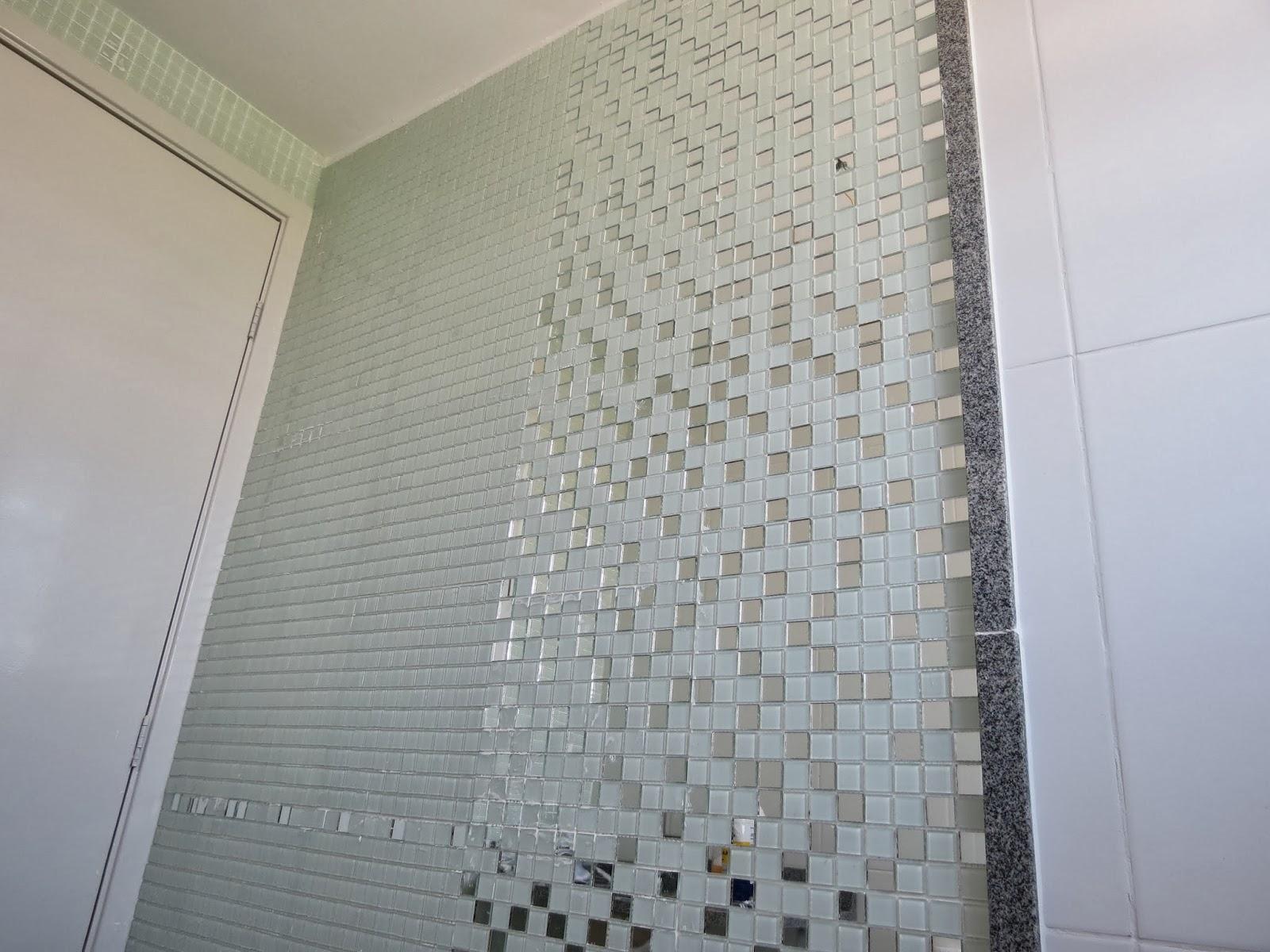 TadoAvesso: Apartamento Pastilhas de Vidro no Banheiro #736958 1600x1200 Banheiro Com Azulejo Que Imita Pastilha
