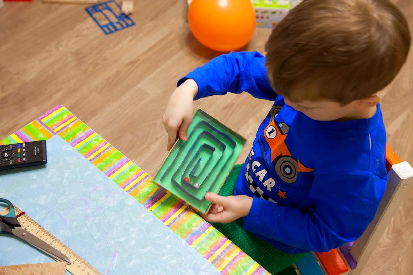 В какие игры стоит играть с ребёнком в 3 года