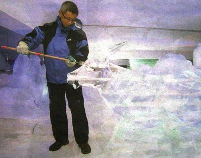 Gao Guang Ming, 42, from China carving a big bull ice sculpture at i-City SnoWalk