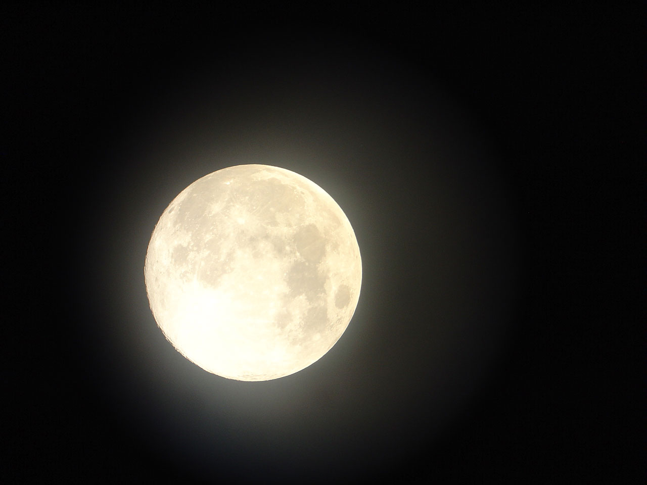 Farmer Freitas' Wife.....: Full Moon
