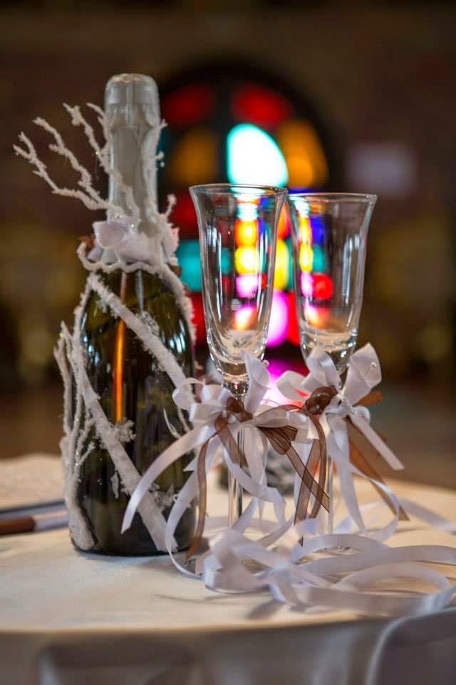 сватбени чаши и шампанско