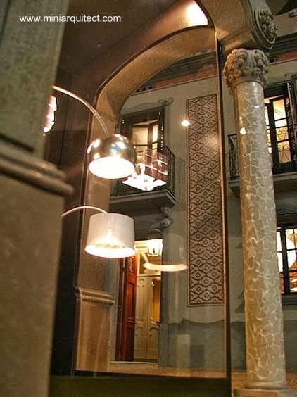 Vista de miniaturas arquitectónicas con luz artificial