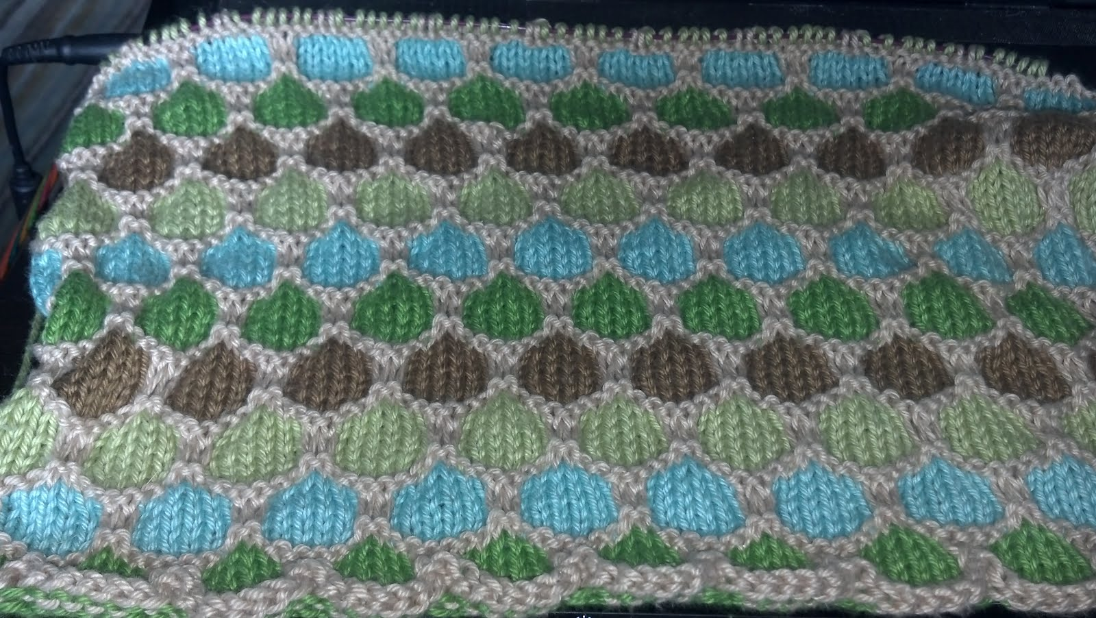 Honeycomb Afghan Knitting Pattern : Rage Knitter: Honeycomb Shenanigans