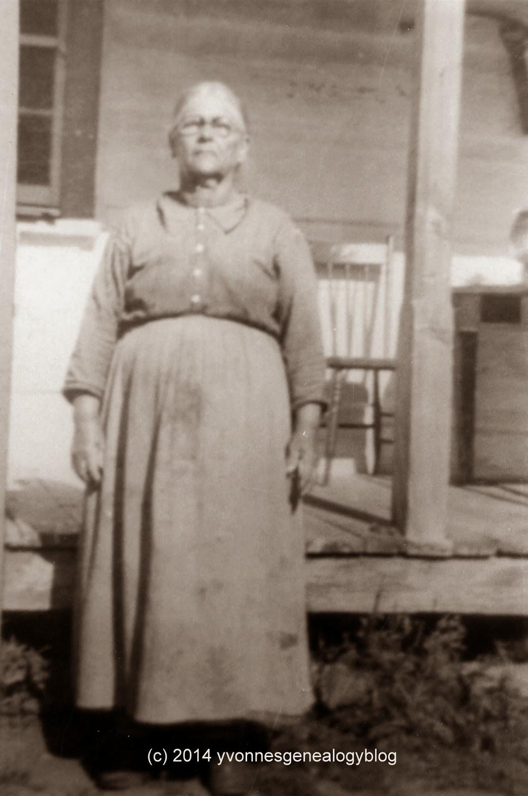 Elisabeth Vanasse in Chapeau Quebec