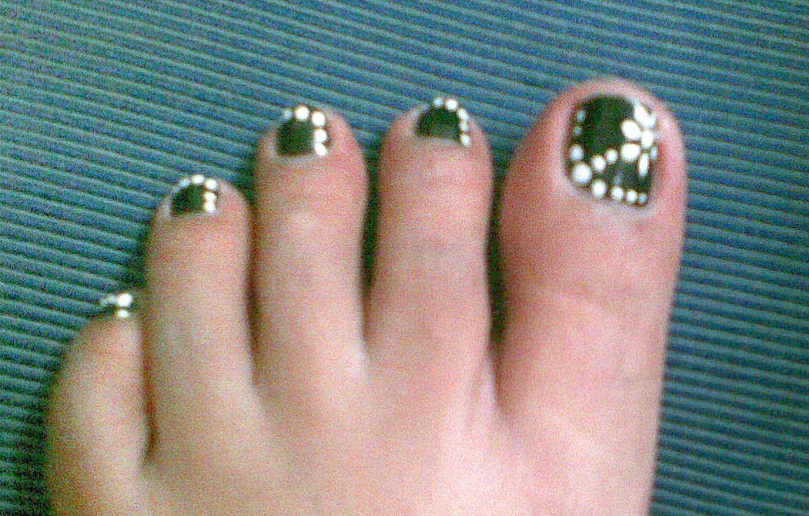 Nail Art Pictures Toes : Toe nail art designs with black and green joy studio