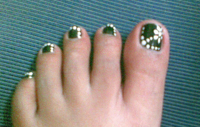 toe nail art with flowers