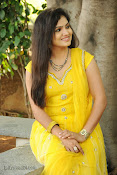 New Actress Noorjahan Photos in Yellow-thumbnail-3