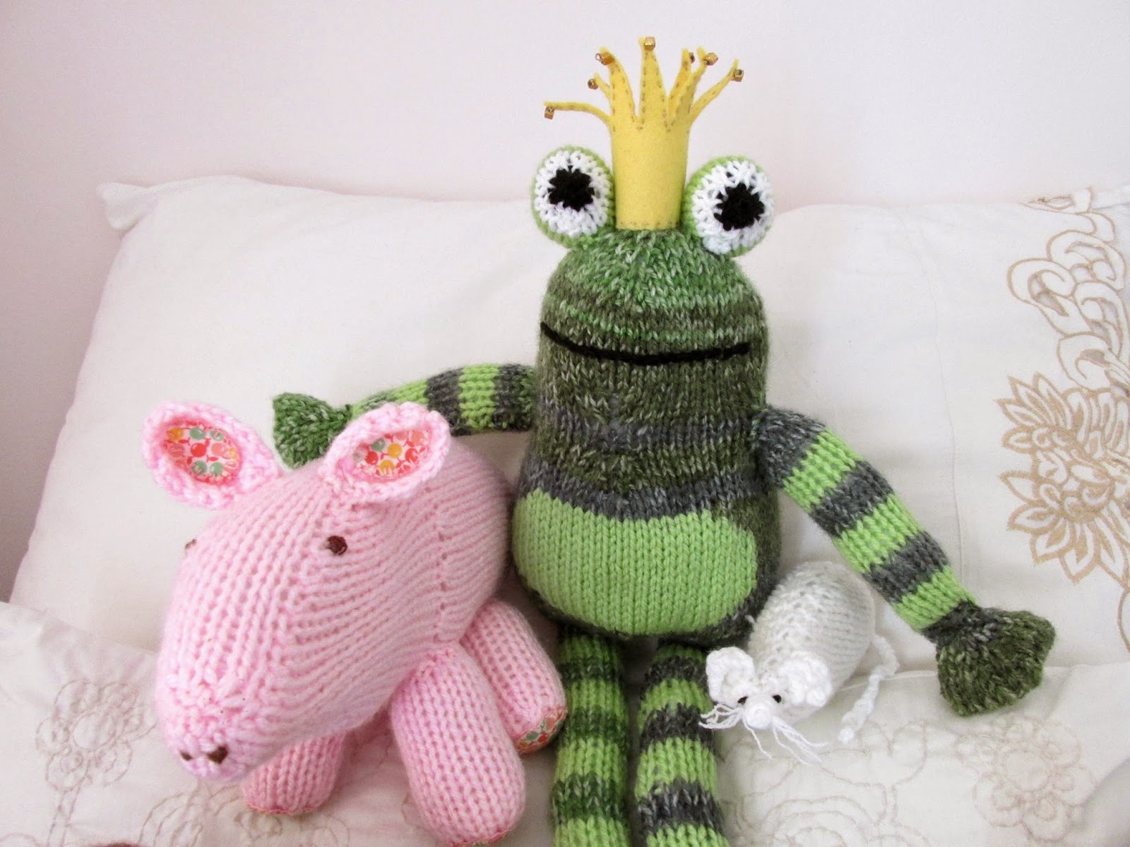 Knitting Animals From Squares : Cape pincushion granny squares and cute knitted animals