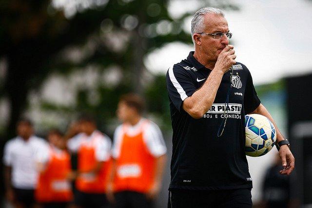 Dorival Jr não planeja poupar jogadores contra o Atlético-PR, pelo Brasileirão (Foto: Ricardo Saibun/Santos F.C.)
