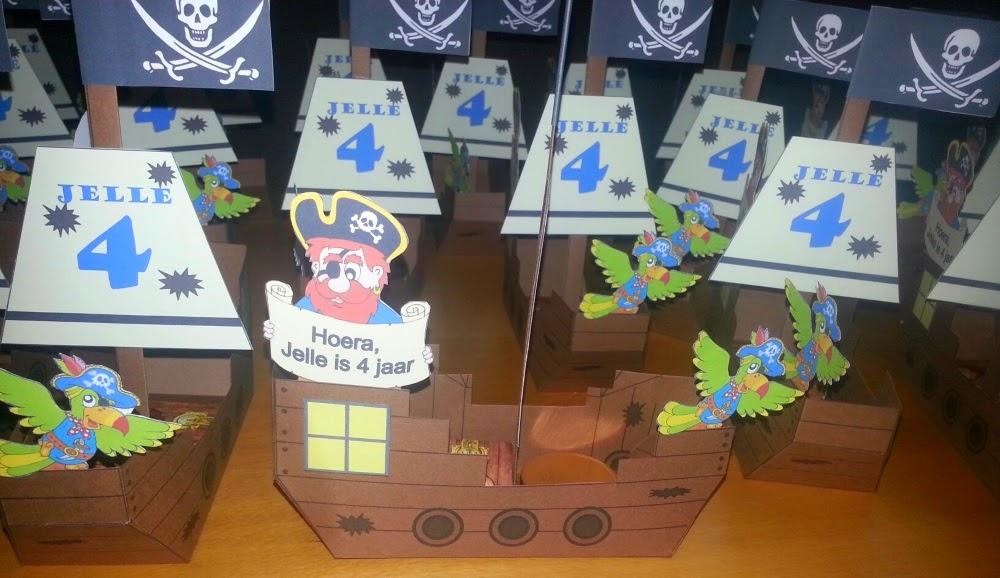 Piraat traktatie, trakteren, uitdelen piratenboot traktatie, werktekening piraat traktatie, knutselen traktatie, tractatie
