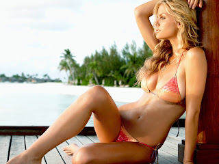 Brooklyn Decker Swimwear Pictures