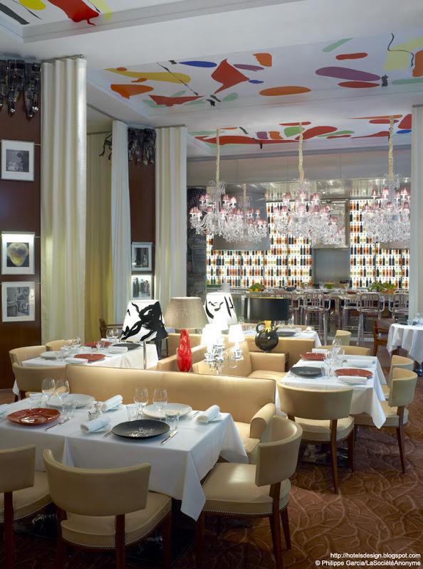 Les plus beaux hotels design du monde h tel le royal for Restaurant le jardin royal monceau