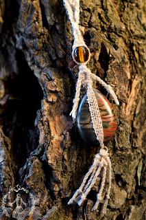 particolare della collana ArJànas in seta filata e tessuta a mano
