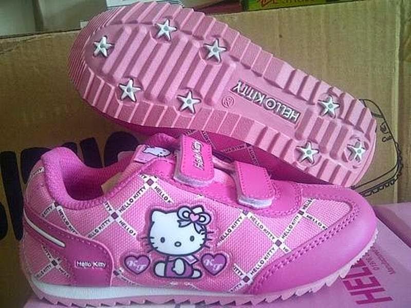 Gambar sepatu hello kitty anak warna pink cute banget