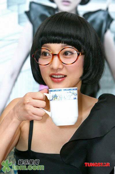 Zhou Jie Ming. Zhou Xun wears glasses: a