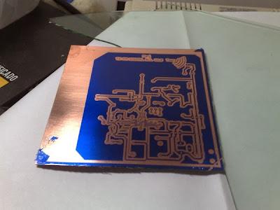 Uma das PCBs de protótipo que ainda irá para corrosão