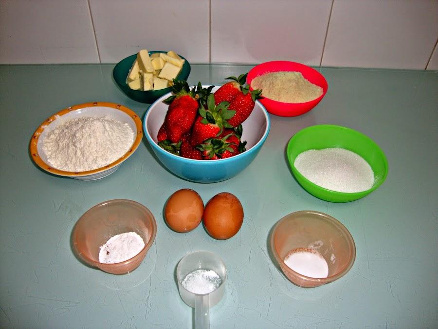 Cupcakes de fresas con cobertura de mascarpone y chocolate blanco ¡Para morir de dulce!
