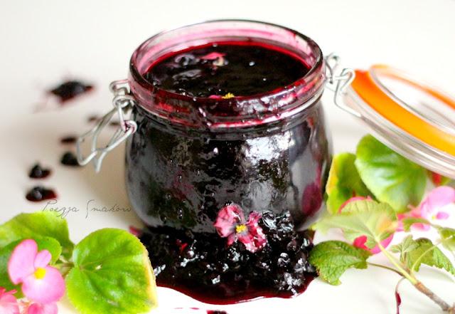 Dżem z czarnej porzeczki - naturalny i z całymi owocami.