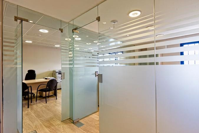 Cerramientos mamparas de separaci n de cristal for Cerramientos para oficinas