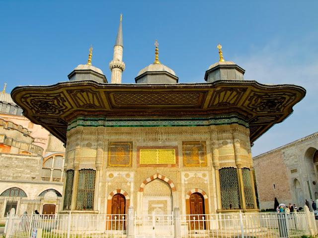 Fuente de Ahmet III, Estambul vista frontal