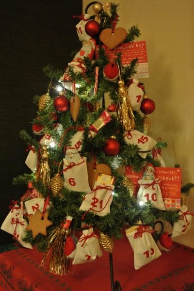 moppis blog aus freude weihnachtsdeko adventskalenderbaum. Black Bedroom Furniture Sets. Home Design Ideas