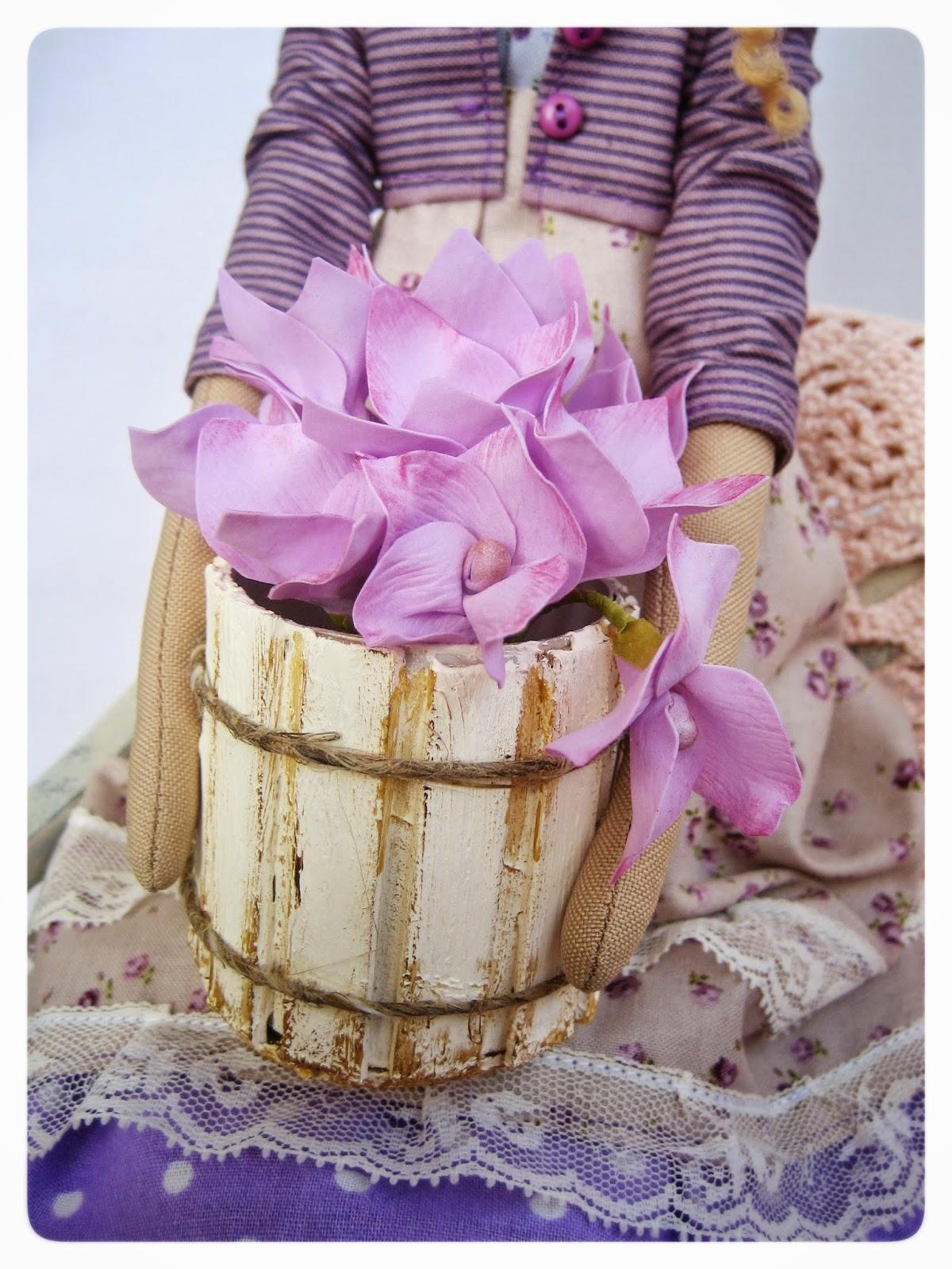 Цветочница с гортензиями