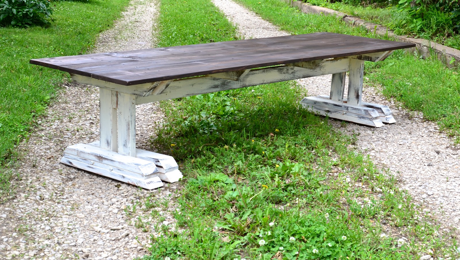Clever chicks blog hop 147 the chicken chick for Diy outdoor farmhouse table