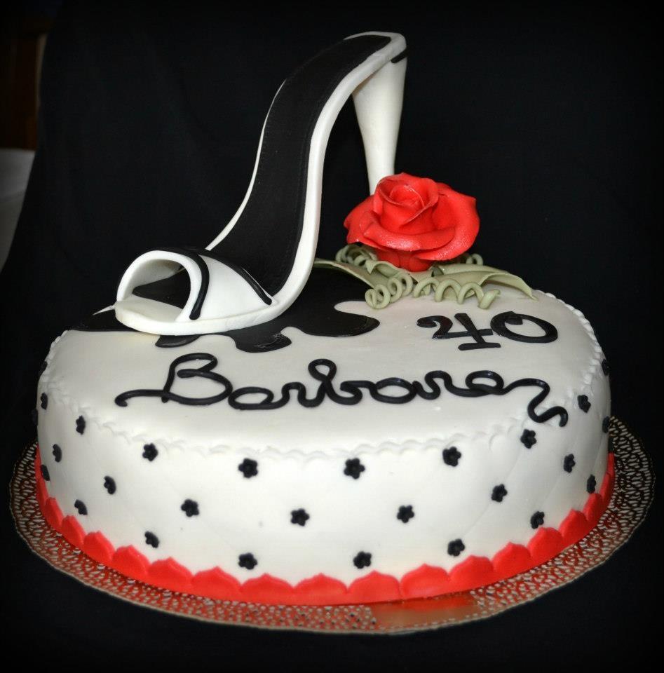 Torta 40 anni dolce come una caramella for Decorazioni torte 40 anni uomo