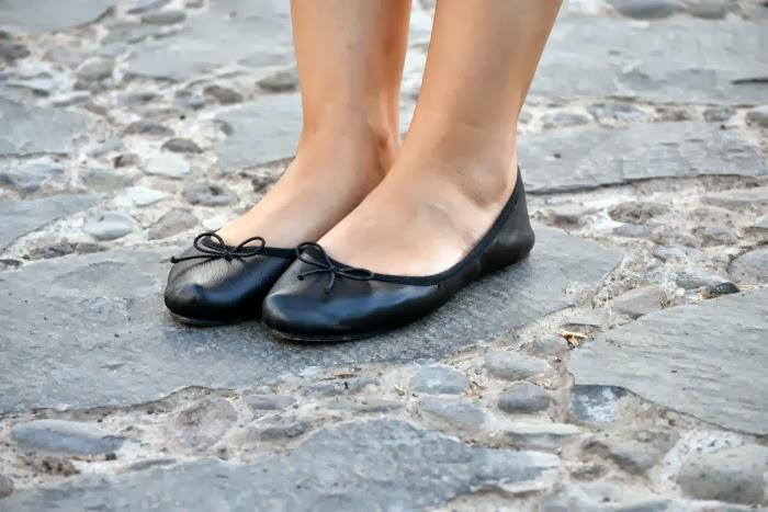 look_outfit_tonos_tierra_short_estampado_pañuelo_bailarinas_piel_Zara_nudelolablog_04