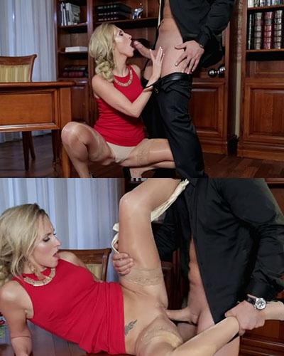 Jenny Simons aguanta un anal a nuevo hombre