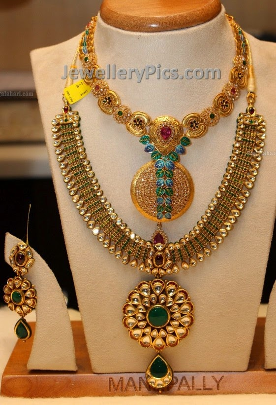 simple antique necklace with motifs