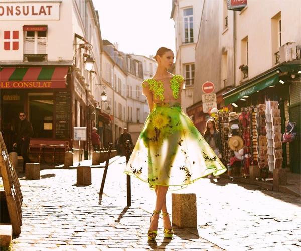 Lança Perfume Verão 2016 vestido transparente com aplicações em bordados campanha