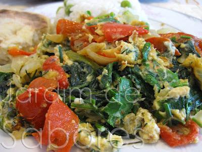 Ovos Mexidos com Espinafres e Pimento Vermelho