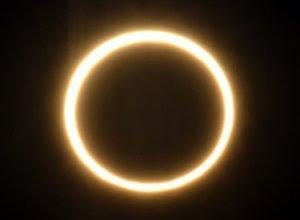 perbedaan-gerhana-matahari-bulan.jpg