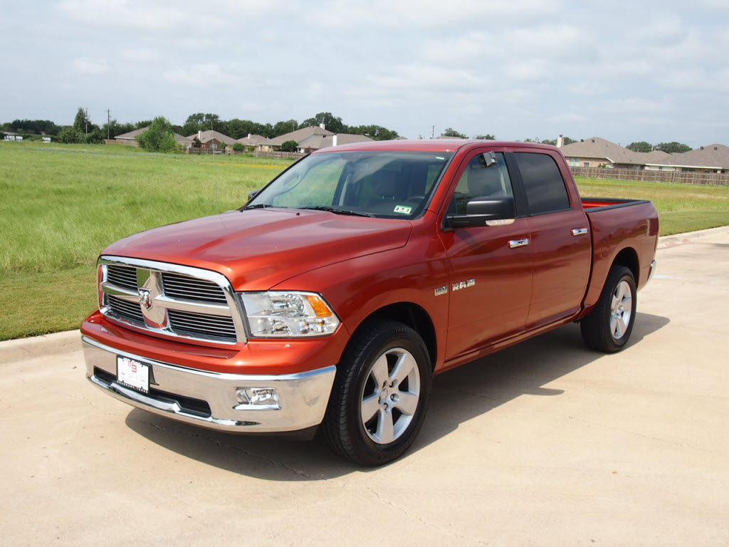 for sale 2009 dodge ram 1500 truck crew cab orange 5 7l. Black Bedroom Furniture Sets. Home Design Ideas